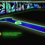 Schwarzlicht-Mini-Golf Bahn 5